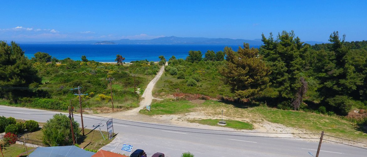 The road to Kanapitsa beach.